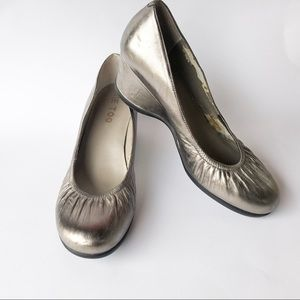 Me too silver wedge pump size 8.5